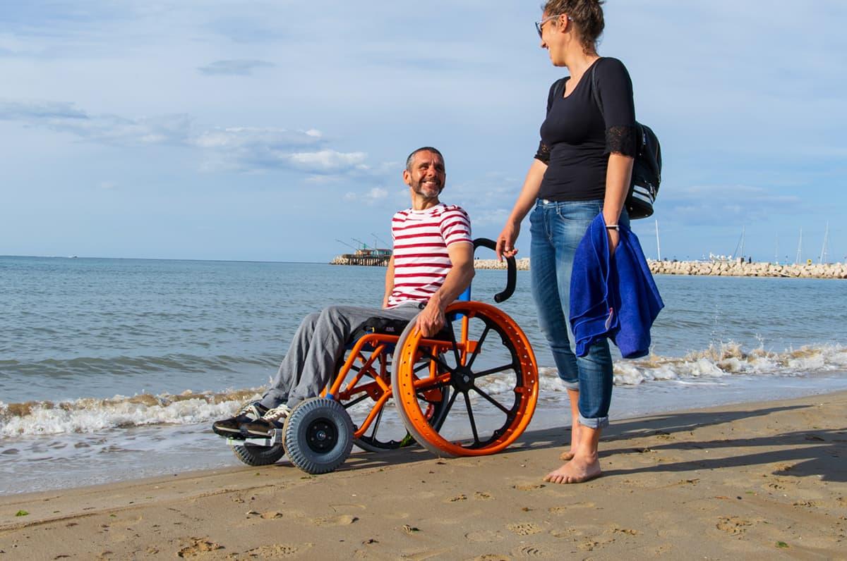 Turismo accessibile e carrozzine per disabili per il mare